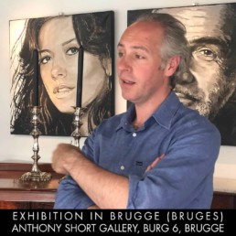 Gallery owner Anthony Short, Brugge, wanted the Catherine Zeta-Jones portrait next to the Sean Connery portrait because both actors played a leading role in the action movie 'Entrapment'. Paintings by Peter Engels