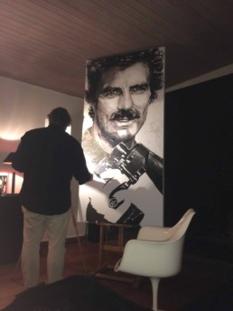 Peter Engels working on the Thomas Magnum - Tom Selleck portrait painting