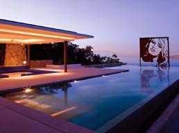 Brigitte Bardot at pool-sculpture by Peter Engels