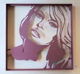Brigitte Bardot sculpture by artist Peter Engels in pink powder coated aluminium (Foto Kees Verwaard)