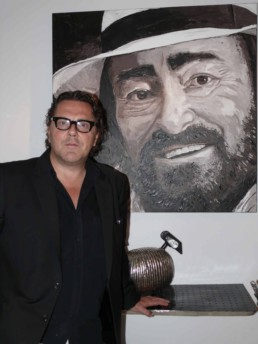 Exhibition in Paris of the Luciano Pavarotti portrait painting by Peter Engels