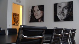 Sean Connery and Catherine Zita-Jones performed the leading roles in the action movie 'Entrapment'. Paintings by Peter Engels. Exhibition in Tivoli Castle.